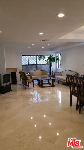 Condominium for Sale at 1123 11th Street Santa Monica, California 90403 United States