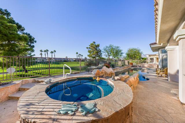 37647 Westridge Avenue, Palm Desert CA: http://media.crmls.org/mediaz/B21DB528-1335-4E9B-822F-BA8E12CE8C2F.jpg