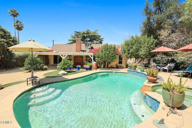 9716 Helen Avenue, Shadow Hills CA: http://media.crmls.org/mediaz/B24B5F4C-2139-474A-91F4-F6716FF67A14.jpg