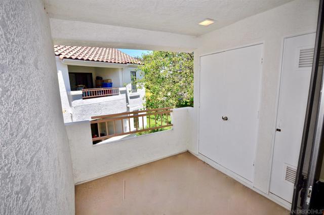 13315 Caminito Ciera, San Diego CA: http://media.crmls.org/mediaz/B2D12D48-CDB2-44CC-A389-260B6ECAA5A2.jpg