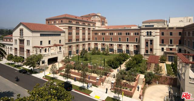 2021 California Avenue, Santa Monica CA: http://media.crmls.org/mediaz/B34BCCCA-14A9-498A-AAB1-824F6EFA3E38.jpg