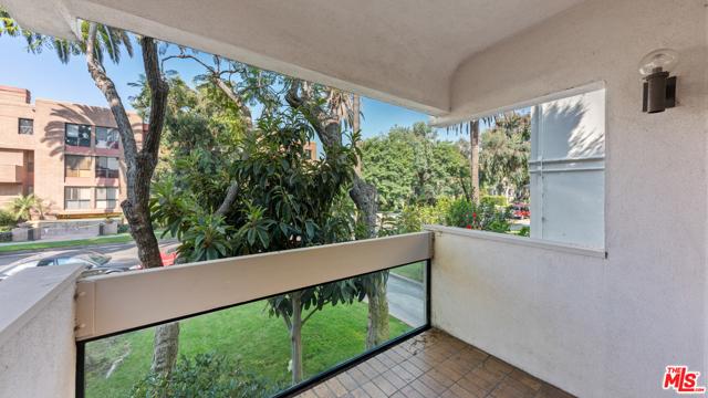 234 S Tower Drive, Beverly Hills CA: http://media.crmls.org/mediaz/B3EF94AE-1054-4F12-92A2-CDAA7AAA97AA.jpg