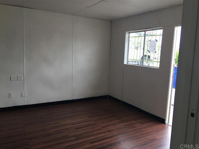 271 73 Quintard Street, Chula Vista CA: http://media.crmls.org/mediaz/B444E6EF-CD3B-4C0F-92E3-91011A6FDD3C.jpg