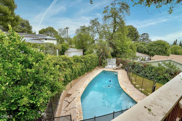 2918 Gertrude Avenue, La Crescenta CA: http://media.crmls.org/mediaz/B4552CA7-219B-4694-9255-9DA3C671261F.jpg