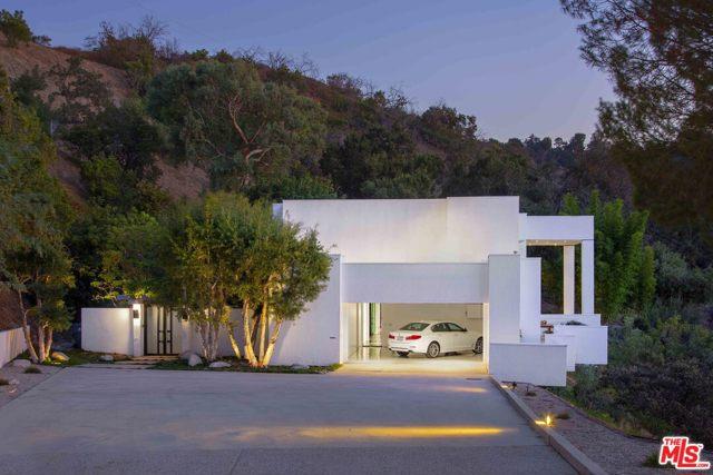Photo of 3721 ALOMAR Drive, Sherman Oaks, CA 91423