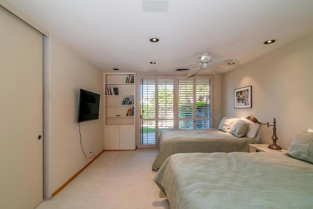25 Columbia Drive, Rancho Mirage CA: http://media.crmls.org/mediaz/B5297488-7E4D-4BC5-81EA-40C82E79937C.jpg