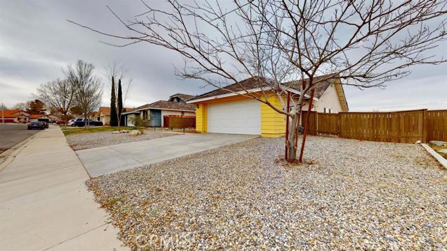 15668 Amber Pointe Drive, Victorville CA: http://media.crmls.org/mediaz/B5750861-E2E9-4CC9-A017-9BCAA70189A1.jpg