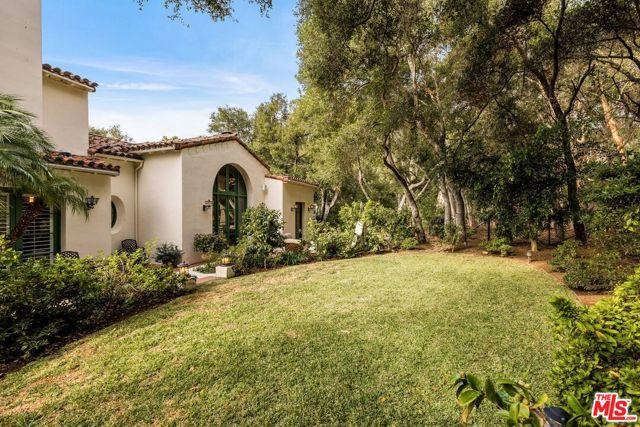492 Monarch Lane, Santa Barbara CA: http://media.crmls.org/mediaz/B5B8E235-20BF-4FC7-BAD9-6D452C934FC3.jpg