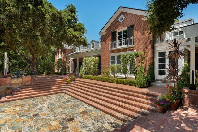 535 Meadow Grove Street, La Canada Flintridge CA: http://media.crmls.org/mediaz/B5D88ECA-C098-42A7-83BC-9709A48ECAD3.jpg