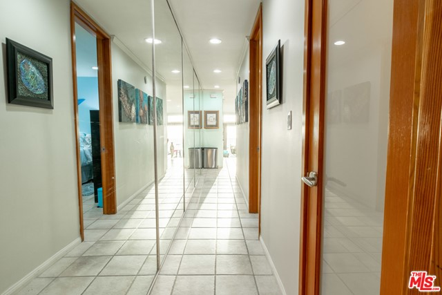 1 IRONSIDES Street, Marina del Rey CA: http://media.crmls.org/mediaz/B5F21596-F233-4EB1-A342-36877CB35BBC.jpg
