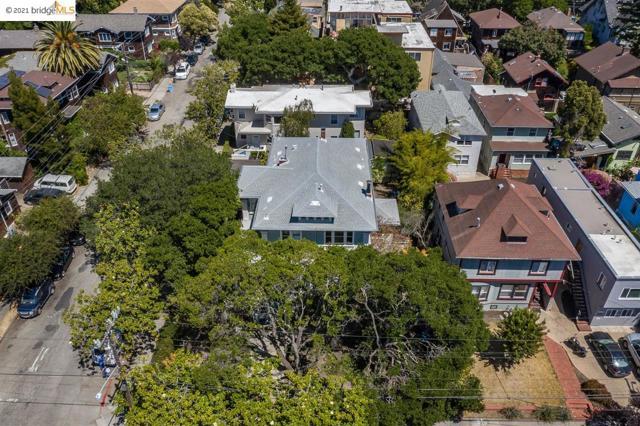 2603 Hillegass Ave, Berkeley CA: http://media.crmls.org/mediaz/B6046EB3-FBCE-4266-98C9-D2ADF81E3C7D.jpg