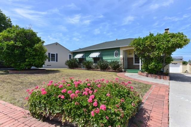 Photo of home for sale at 5666 Beaumont Avenue, La Jolla CA