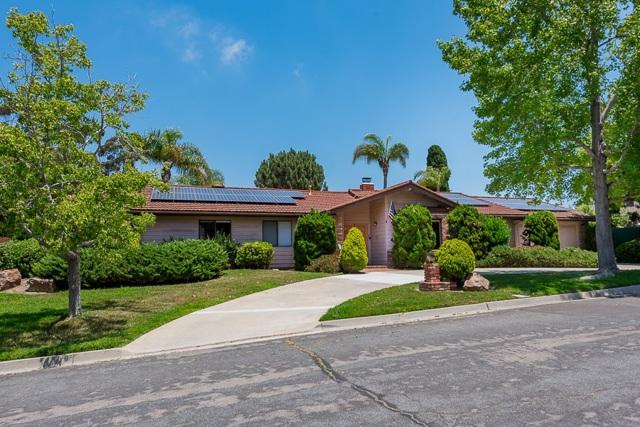 465 N El Rancho Vista, Chula Vista CA: http://media.crmls.org/mediaz/B6E230D6-4158-413F-A029-B47EF0B01E3E.jpg