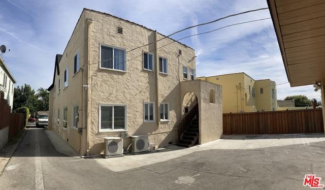 1327 S Rimpau Boulevard, Los Angeles CA: http://media.crmls.org/mediaz/B7152BF2-7326-4265-803F-C6633CD792AD.jpg