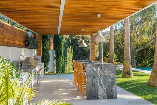 7713 Esterel Drive, La Jolla CA: http://media.crmls.org/mediaz/B732FBEB-8D26-44CC-A7D4-A1C7911B27B5.jpg
