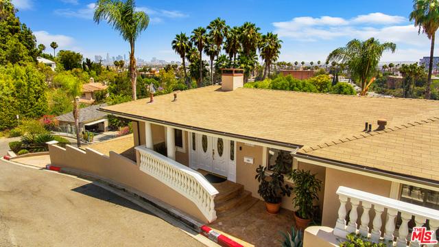 2027 Morgan Hill Drive, Los Angeles CA: http://media.crmls.org/mediaz/B75D25DA-4C75-4E5E-A3C4-E18EE196637A.jpg