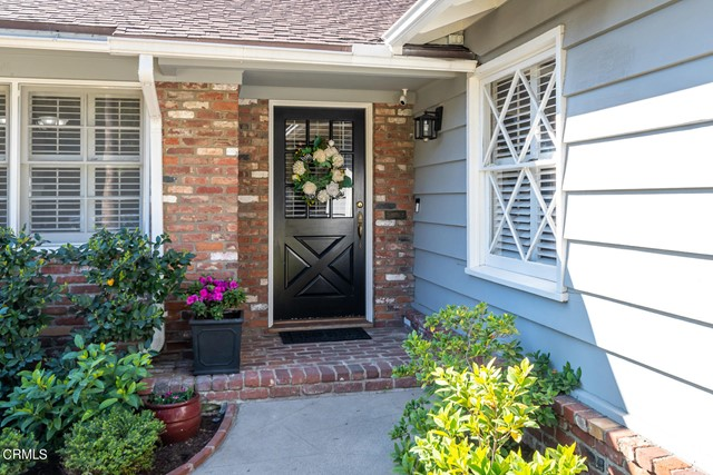 2180 Brigden Road, Pasadena CA: http://media.crmls.org/mediaz/B79C72C1-6E39-412D-99C1-01E21F0E0F9F.jpg