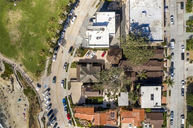 1021 Coast Blvd, La Jolla CA: http://media.crmls.org/mediaz/B7B27F68-25A5-4706-B827-898F4486A9FB.jpg