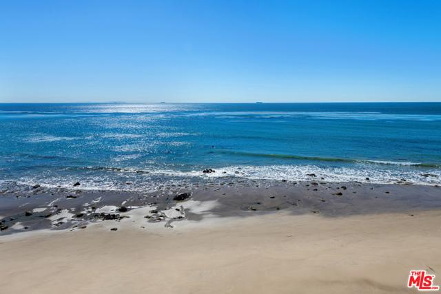 33800 Pacific Coast Highway, Malibu CA: http://media.crmls.org/mediaz/B7C43021-A4C1-41D4-A8A9-9B2C9A7E0B90.jpg