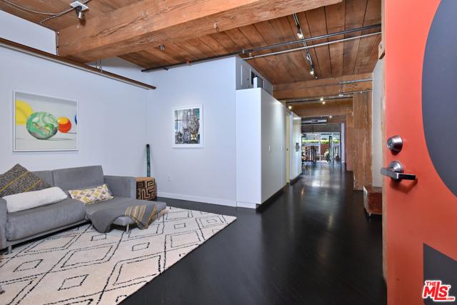 530 S HEWITT Street, Los Angeles CA: http://media.crmls.org/mediaz/B81C0946-BA2A-4541-AFBD-86F36E7D6452.jpg