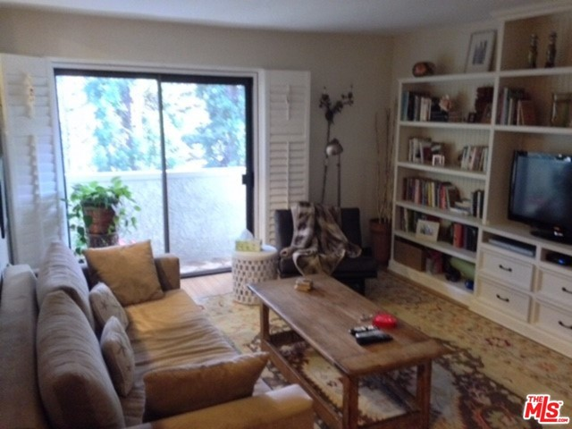 1105 IDAHO Avenue, Santa Monica CA: http://media.crmls.org/mediaz/B825C458-EBBB-43DB-8944-7539E5451900.jpg