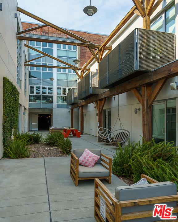 530 S Hewitt Street, Los Angeles CA: http://media.crmls.org/mediaz/B829FD2E-EC70-4741-92CE-3B96E13209CD.jpg