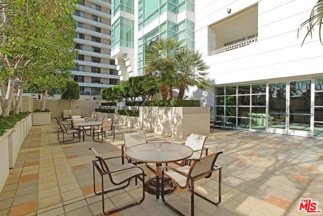 10380 Wilshire Boulevard, Los Angeles CA: http://media.crmls.org/mediaz/B82AAB23-5506-4659-9D21-62C769E1BBA3.jpg