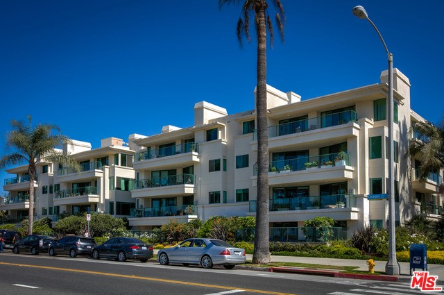 Condominium for Rent at 951 Ocean Avenue Santa Monica, California 90403 United States