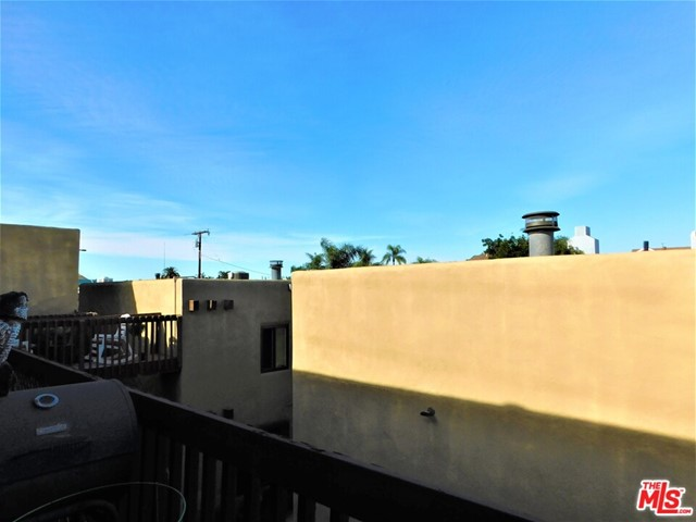 940 E 3Rd Street, Long Beach CA: http://media.crmls.org/mediaz/B9191492-1F69-4EB4-B0BC-431CE17236BF.jpg