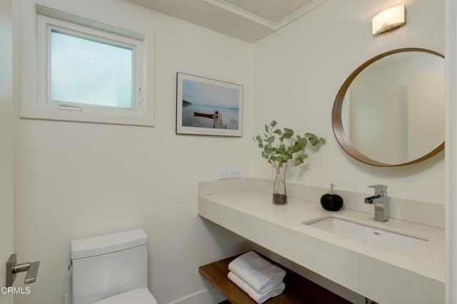 4240 Woodleigh Lane, La Canada Flintridge CA: http://media.crmls.org/mediaz/B953AE42-C752-4242-9C57-24996F74DD7B.jpg