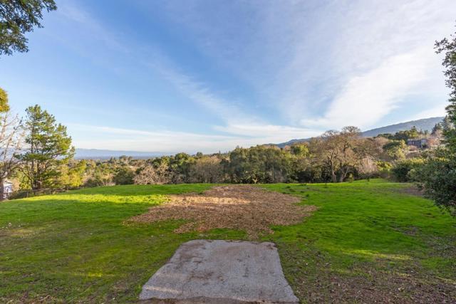 27474 Sunrise Farm Road, Los Altos Hills CA: http://media.crmls.org/mediaz/B9AE8194-8BE5-4CA9-ACD7-BB4830DFA84E.jpg