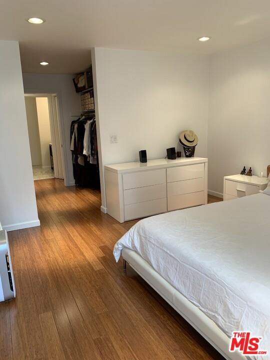 8400 De Longpre Avenue, West Hollywood CA: http://media.crmls.org/mediaz/B9C5F096-4B5D-47F6-A1C4-F11927EEE6A0.jpg