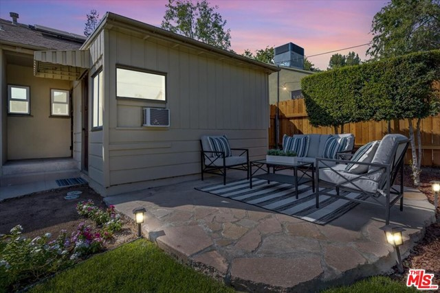 1508 N Harding Avenue, Pasadena CA: http://media.crmls.org/mediaz/B9FFCCC4-4C32-49CB-88E2-2ECD3AC3F208.jpg