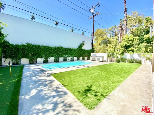 125 N STANLEY Drive, Beverly Hills CA: http://media.crmls.org/mediaz/BA0552D7-FE86-4319-95E0-EB4B002138C4.jpg