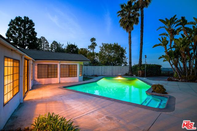 2254 Stradella Road, Los Angeles CA: http://media.crmls.org/mediaz/BA4965F9-7C87-456F-9C14-DB24CABDF511.jpg