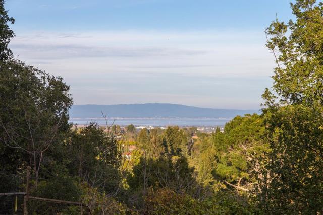 27474 Sunrise Farm Road, Los Altos Hills CA: http://media.crmls.org/mediaz/BA9E4E42-262B-4D8C-8D40-4F7000B7B990.jpg