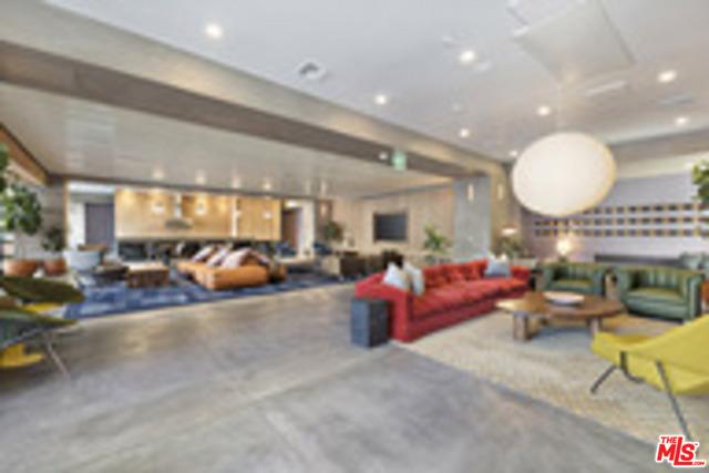 6200 HOLLYWOOD, Los Angeles CA: http://media.crmls.org/mediaz/BB5CCAB5-989C-4DFC-8E28-E801C67A96E5.jpg