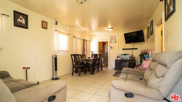 6544 S Victoria Avenue, Los Angeles CA: http://media.crmls.org/mediaz/BB6FE9AB-689F-4A50-8CCD-D773A29424F6.jpg