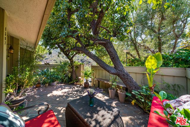 1397 Palisades Dr, Pacific Palisades, CA 90272 photo 2