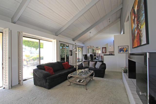 34800 Mission Hills Drive, Rancho Mirage CA: http://media.crmls.org/mediaz/BBA7238B-4B0A-43DD-BD62-22518BCE3B96.jpg