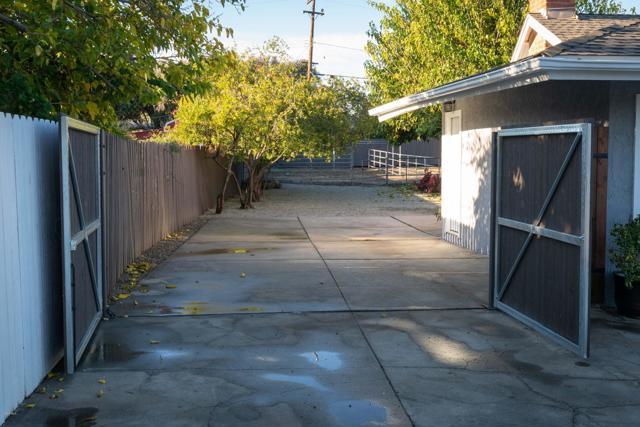 1089 Waverly Heights Drive, Thousand Oaks CA: http://media.crmls.org/mediaz/BBE2D178-D869-4320-9663-BCBA79FAE912.jpg