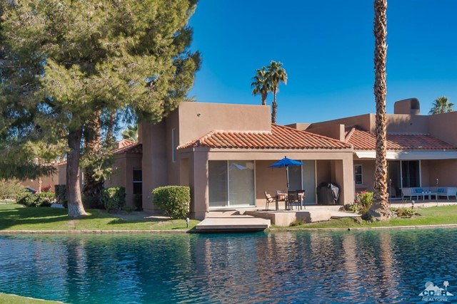 125 Lake Shore Drive, Rancho Mirage CA: http://media.crmls.org/mediaz/BBEC03A9-F50A-456F-A784-5594EF6E6022.jpg