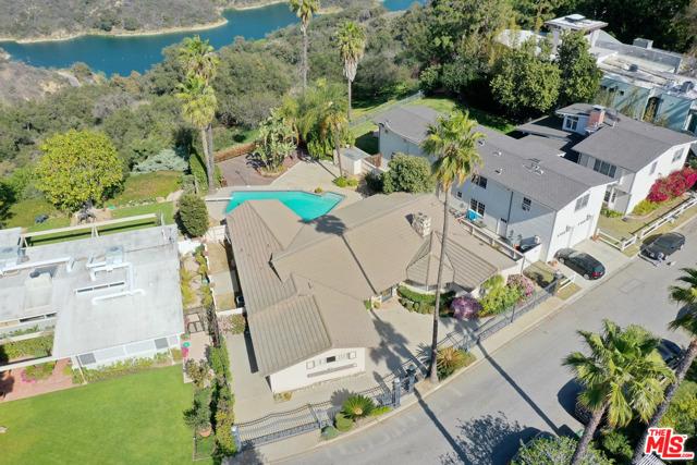 2254 Stradella Road, Los Angeles CA: http://media.crmls.org/mediaz/BC0C4512-4FB8-4363-B0C8-1B14993F36DC.jpg