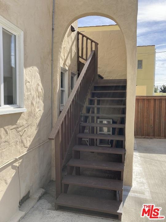 1327 S Rimpau Boulevard, Los Angeles CA: http://media.crmls.org/mediaz/BC5653A1-C5CC-4561-BCE5-F99320D086A6.jpg