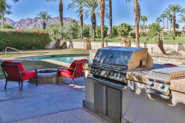 81410 Golf View Drive, La Quinta CA: http://media.crmls.org/mediaz/BC6AF659-573F-49D1-93C6-F37A231F0AB6.jpg