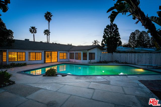 2254 Stradella Road, Los Angeles CA: http://media.crmls.org/mediaz/BC8A7C60-580E-4157-AADD-A3739D8A7A8D.jpg