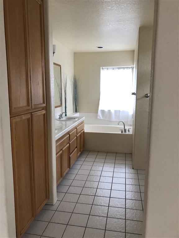 4727 Garfield St, La Mesa CA: http://media.crmls.org/mediaz/BD232D92-1054-4D99-9933-D1929245BF44.jpg