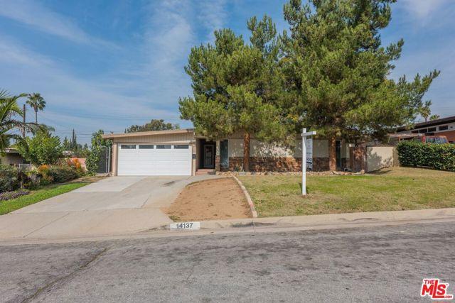 14137 Viburnum Drive, Whittier CA: http://media.crmls.org/mediaz/BD2F241E-30E7-4C0D-A6A3-37E3011857CC.jpg