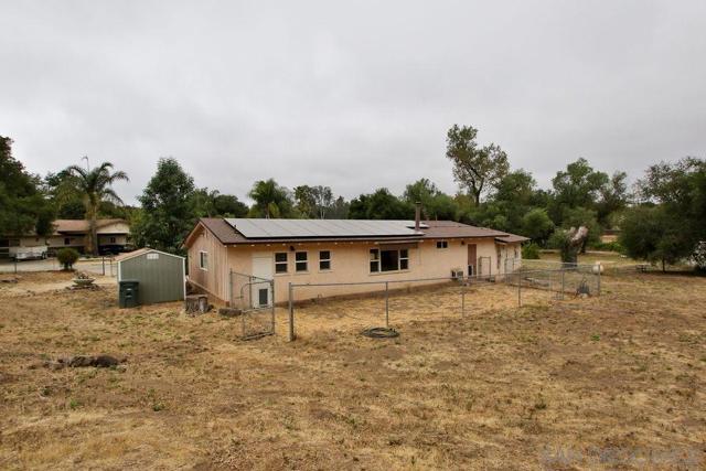 17550 Highway 67, Ramona CA: http://media.crmls.org/mediaz/BD834F4C-235E-4047-96BE-D2A131226BAD.jpg