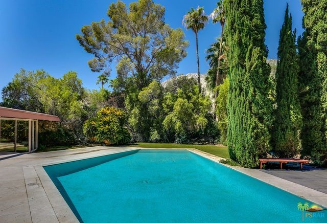 1350 Ladera Circle, Palm Springs CA: http://media.crmls.org/mediaz/BDB67E2F-CB97-4BEE-9CFA-07987105DEEE.jpg
